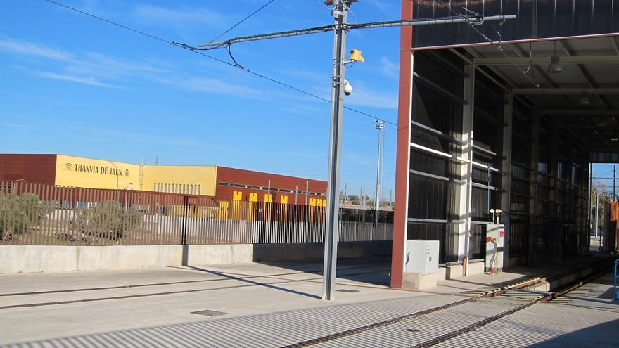 """El Ayuntamiento señala el """"correcto"""" estado del tranvía y estudiará las necesidades de transporte para integrarlo"""