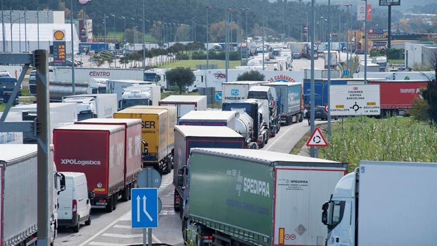 El Parlamento Europeo aprueba que los camiones reduzcan 30 % su CO2 en 2030