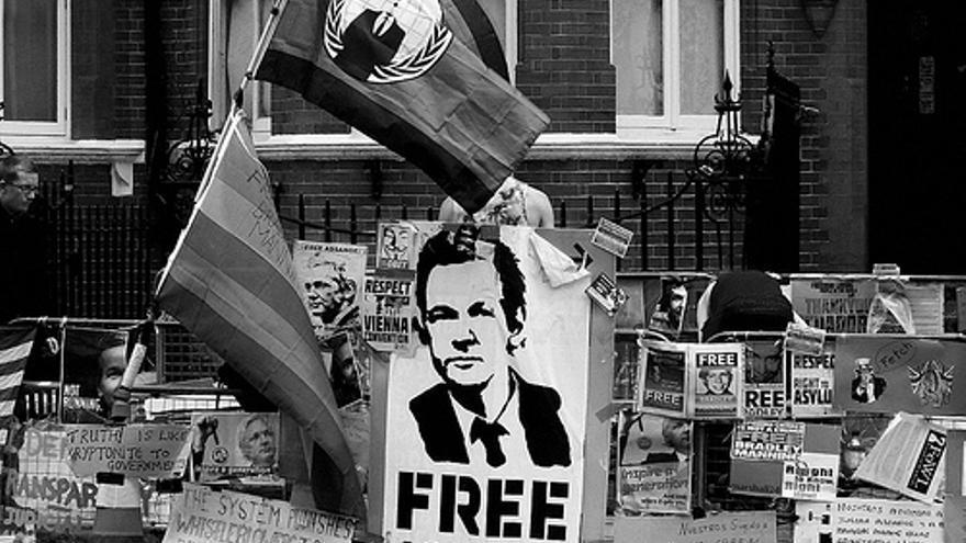 Assange lleva confinado en la embajada ecuatoriana en Londres desde 2012. Foto: Marshall24.