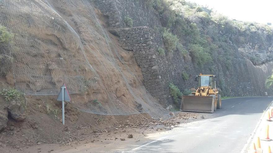 En la zona, históricamente, ha habido desprendimientos de piedras, debido a la compleja orografía del emplazamiento de bajada hasta el barrio del Puerto de Tazacorte.