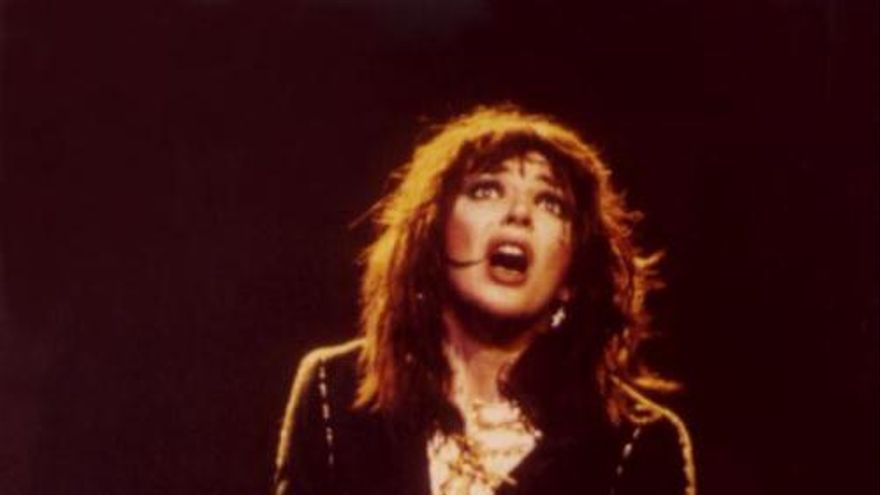 Kate Bush: we can not let our hero die