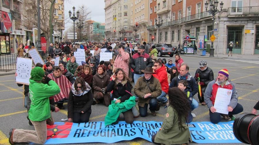 """Centenares de personas piden en Santander un """"pasaje seguro"""" para los refugiados que vienen a Europa"""