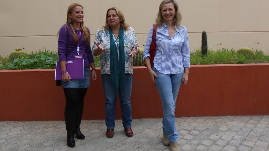 Noemí Santana, Meri Pita y Victoria Rosell acuden a las urnas (ALEJANDRO RAMOS)