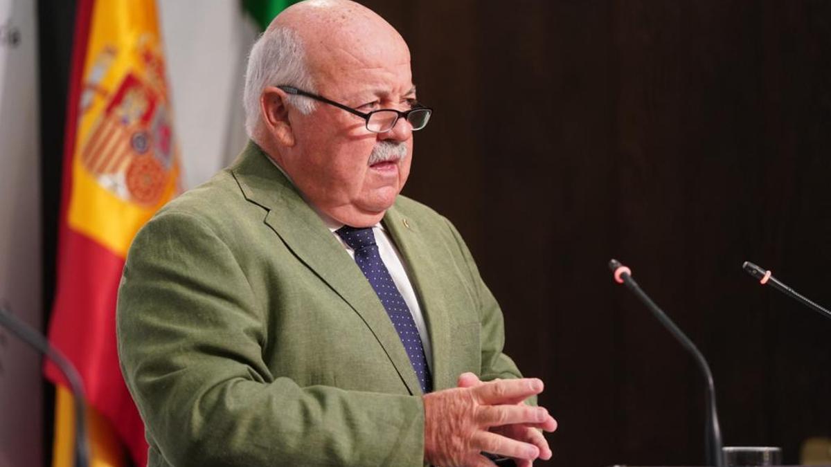 El consejero de Salud y Familas de la Junta de Andalucía, Jesús Aguirre