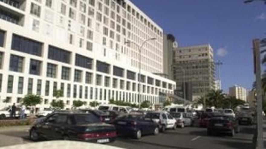 189 trabajadores del Hospital Insular se han contagiado de  COVID-19 en la segunda ola, más del doble que en el Negrín
