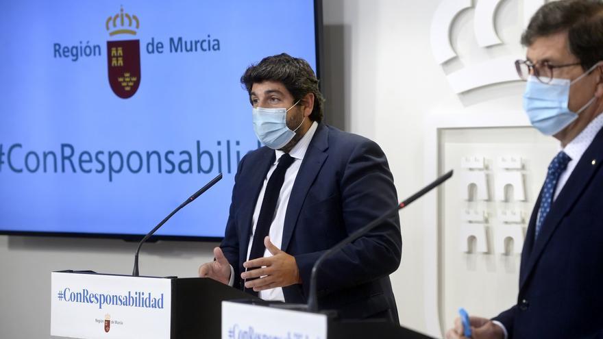 El consejero de Salud de Murcia dimite tras vacunarse contra la COVID sin respetar el protocolo sanitario