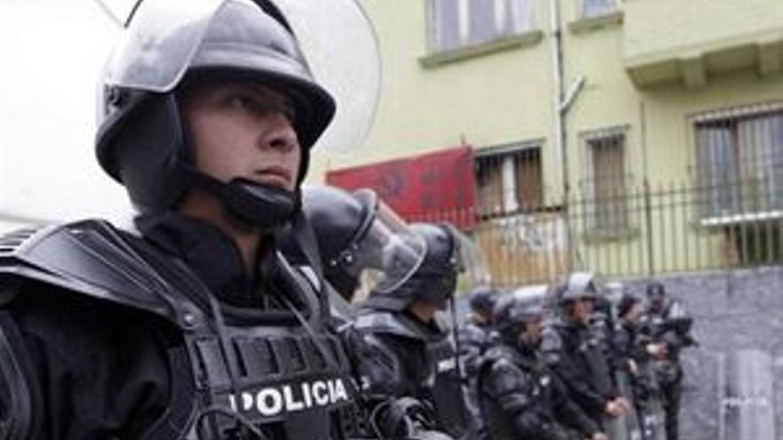 Ecuador prolonga las bonificaciones para la Policía