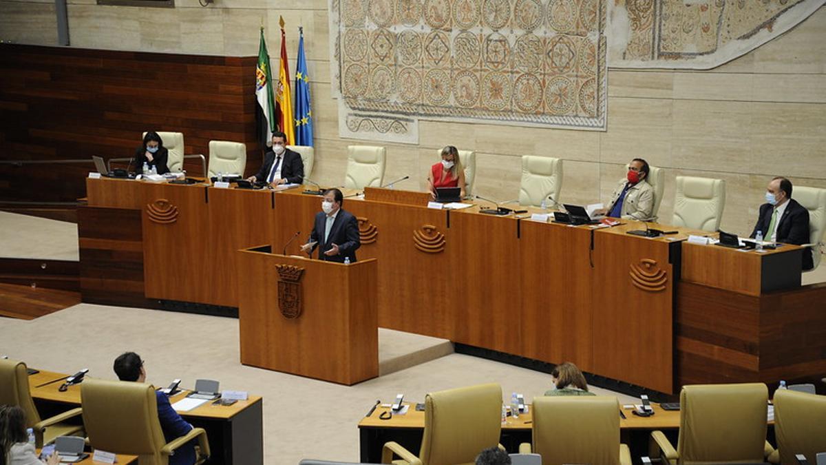El presidente de Extremadura, Guillermo Fernández Vara, durante el último Debate sobre el Estado de la Región celebrado el pasado julio