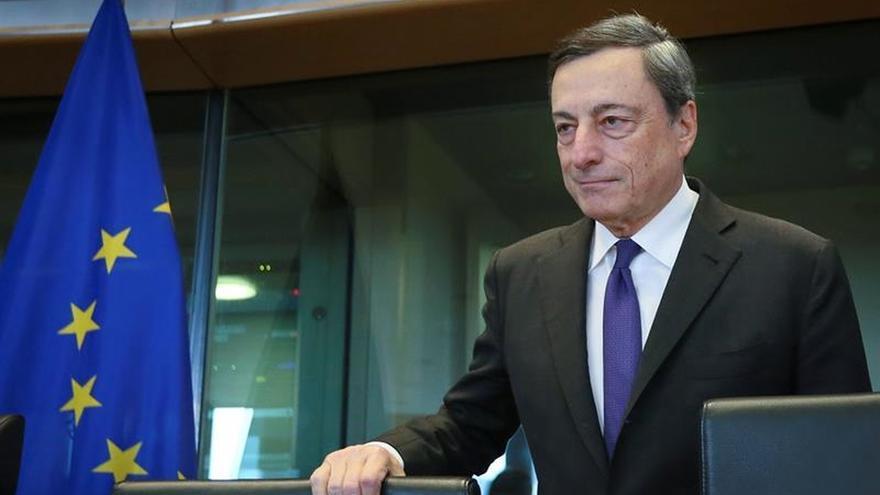 Draghi dice que la banca necesita consolidación y tiene exceso de capacidad