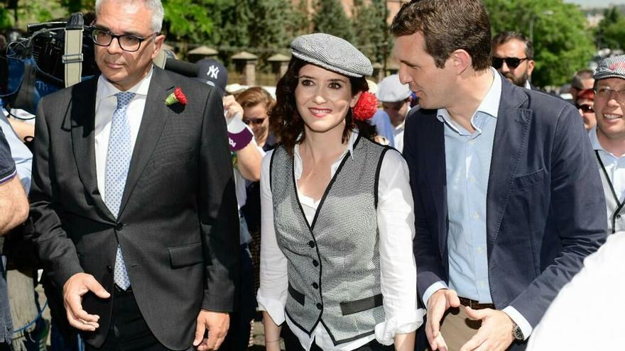 Isabel Díaz Ayuso con Pablo Casado en la fiesta de San Isidro, 2019. / PP