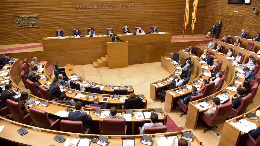 La proposición de ley deberá ser aprobada en las Corts