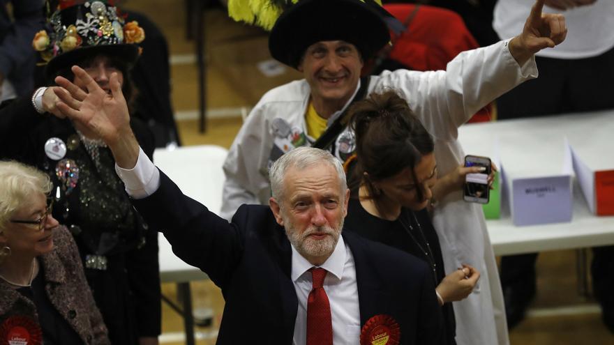 El líder del Partido Laborista, Jeremy Corbyn, tras conocer su victoria en su circunscripción