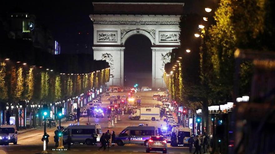 """La noche de la """"avenida más bella del mundo"""", sacudida por la violencia"""