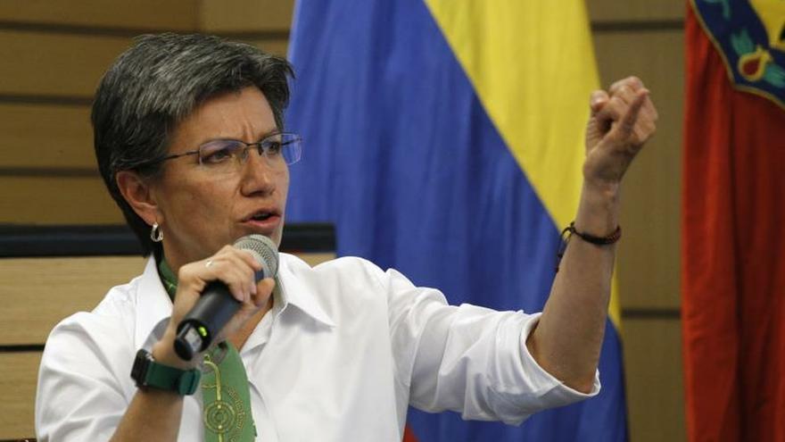 La alcaldesa de Bogotá pide al Gobierno reconocer las escuchas ilegales del Ejército
