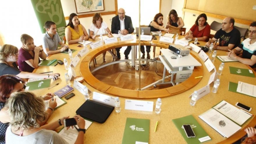Reunión entre Gobierno de Aragón y colectivos LGTB.