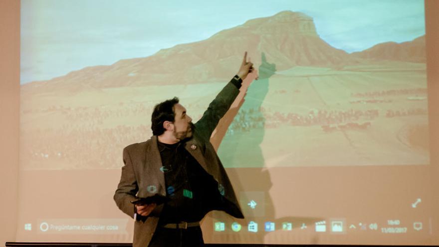 Israel Calzado durante la charla