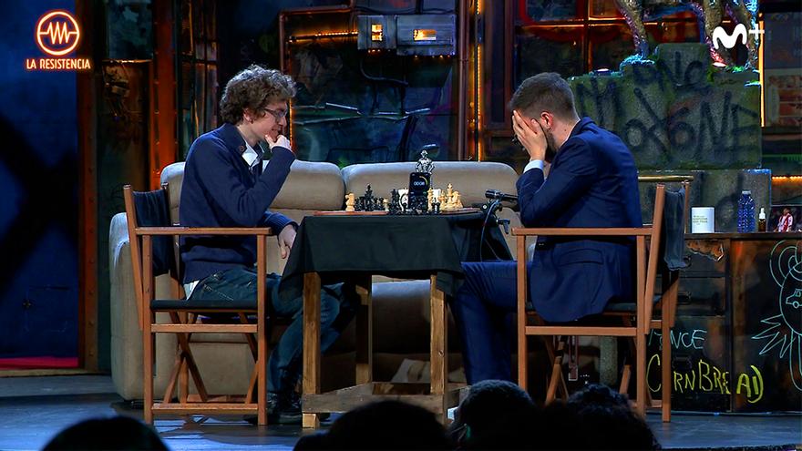 Broncano paralizó 'La Resistencia' para jugar una partida de ajedrez con el subcampeón de Europa
