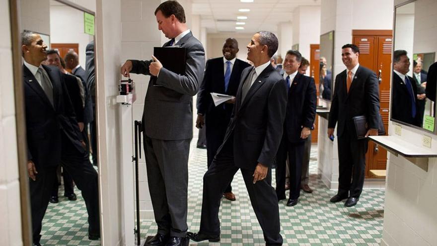 Obama gastando una broma a uno de sus colaboradores / Pete Souza