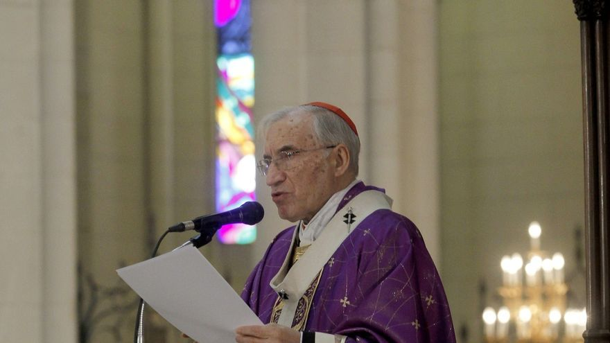 Rouco Varela dedica una oración al expresidente en la capilla ardiente del Congreso