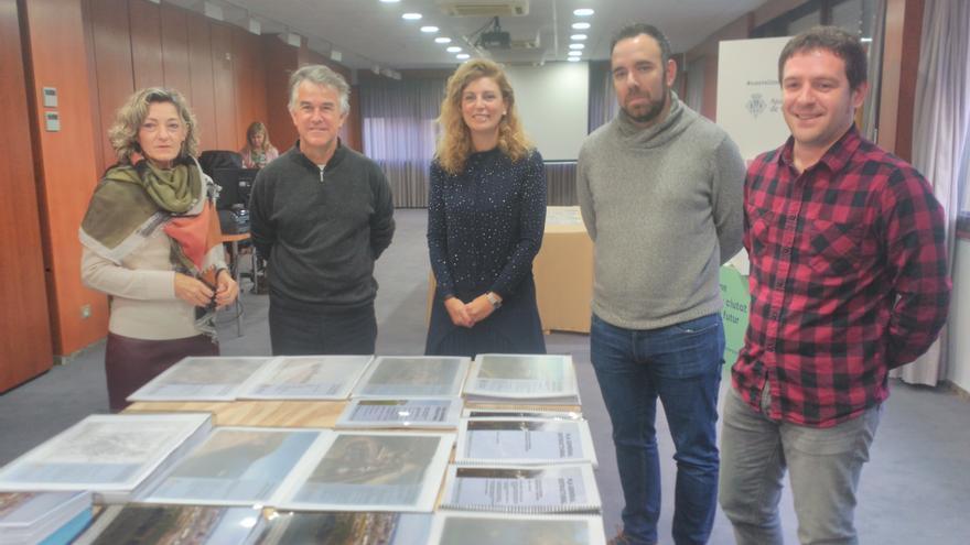 La alcaldesa de Castellón, Amparo Marco (centro), presenta junto a técnicos y concejales del Ayuntamiento el Plan General Estratégico.