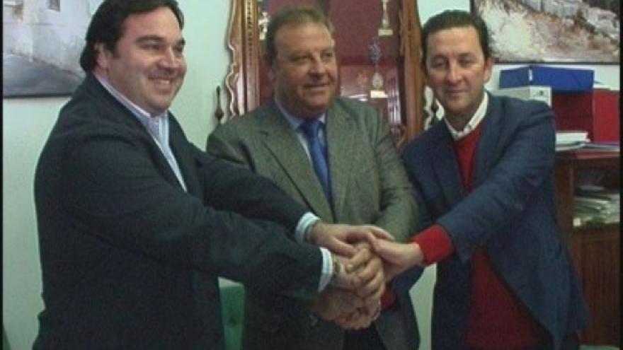 El alcalde de Arcos, José Luis Núñez, junto a sus socios de Gobierno.
