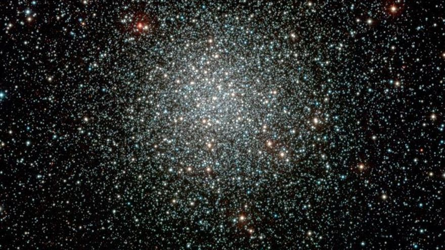 Descubren el primer agujero negro dentro de un cúmulo globular de estrellas