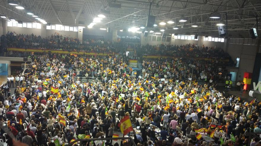 El público del mitin de Murcia minutos antes de que llegase Santiago Abascal