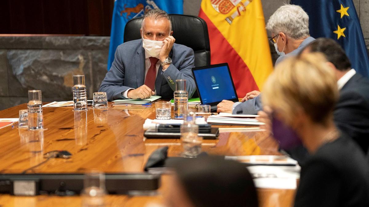 El presidente de Canarias, Ángel Victor Torres, en la reunión del Consejo de Gobierno de este jueves, 29 de abril