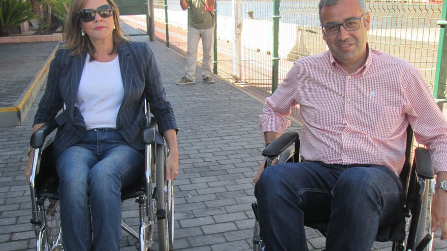 Maeve Sanjuan (NC) y Serio Matos (PSOE) antes de iniciar el recorrido. Foto: