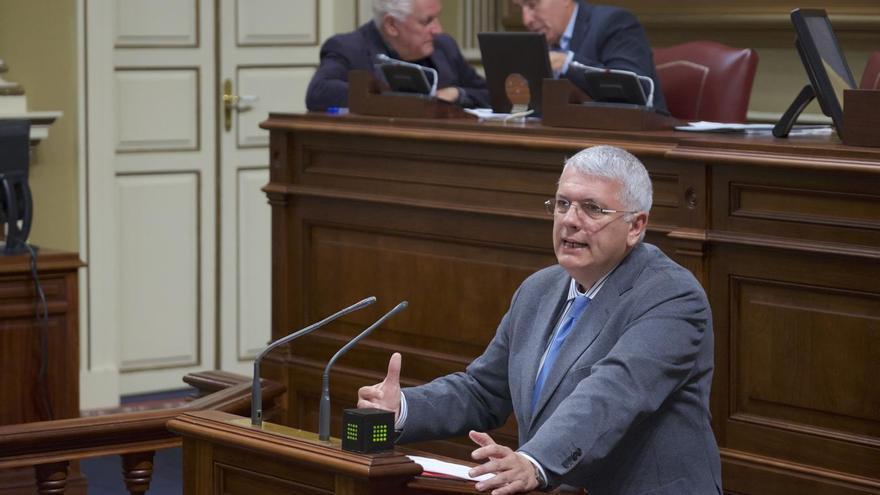 Manuel Marcos Pérez, en una intervención en el pleno del Parlamento de Canarias.