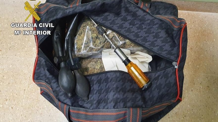 Droga y herramientas incautadas