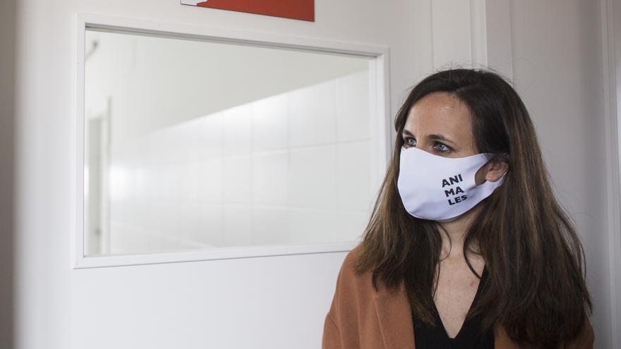 La ministra de Derechos Sociales y Agenda 2030, Ione Belarra, durante una visita al Centro de Integración de Protección Animal Rivas-Vaciamadrid (CIPAR), a 23 de abril de 2021, en Rivas-Vaciamadrid, Madrid (España).