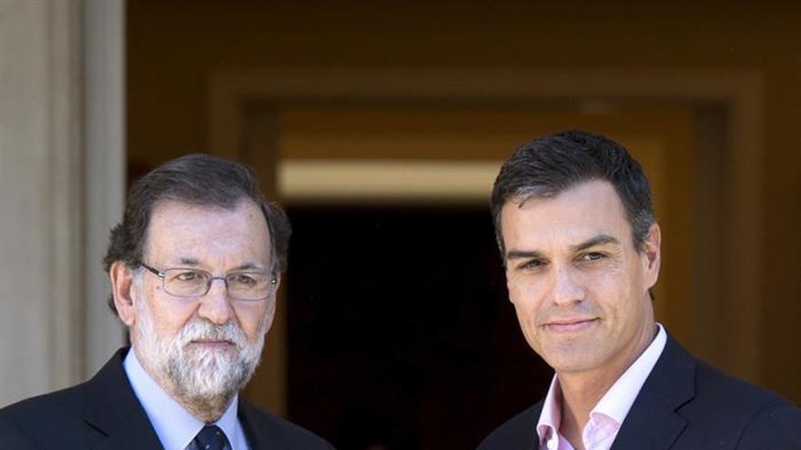 """Sánchez reclama a Rajoy que abra una negociación """"inmediata"""" con Puigdemont"""