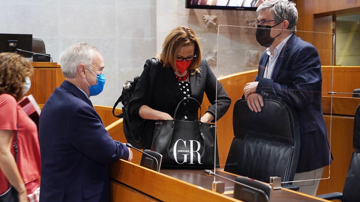 Javier Sada conversa con Mayte Pérez y el socialista Guillén