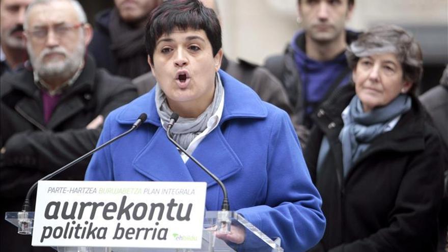 Bildu pide a Urkullu el derecho a decidir y PSE y PP centrarse en el empleo