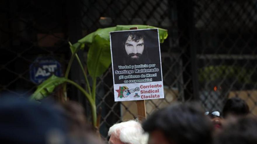 Policía busca atacantes de consulado argentino en Chile por caso Maldonado