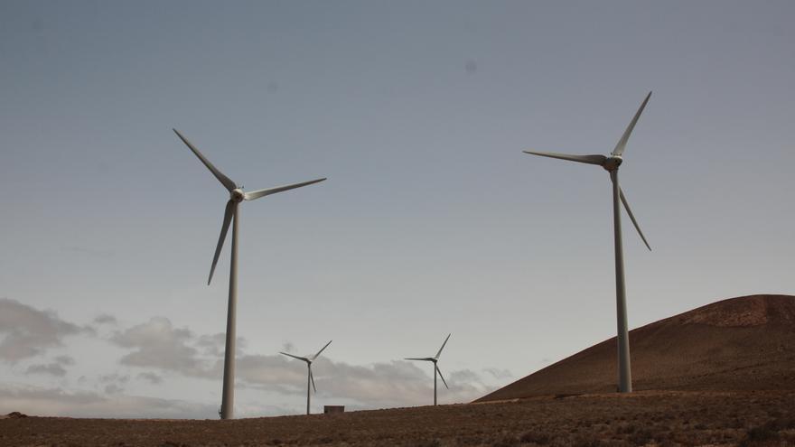 Molinos eólicos en Lanzarote. (MANOLO DE LA HOZ)