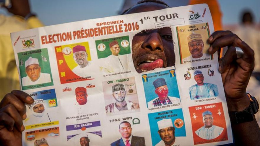 Níger celebra mañana presidenciales en medio de una polémica sobre el voto delegado