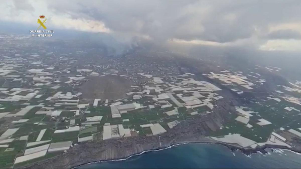 Cultivos e invernaderos en la zona afectada por el nuevo volcán de La Palma que estalló el pasado domingo, 19 de septiembre, en la zona de Cabeza de Vaca, en Cumbre Vieja.