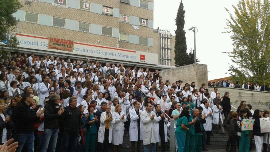 Concentración en el hospital Gregorio Marañón en la jornada de huelga.