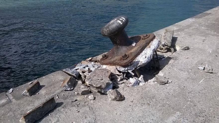 En la imagen, uno de los norayes del  Puerto de Santa Cruz de La Palma arrancados de cuajo. Foto: JOSÉ TOMÁS RODRÍGUEZ DE PAZ.