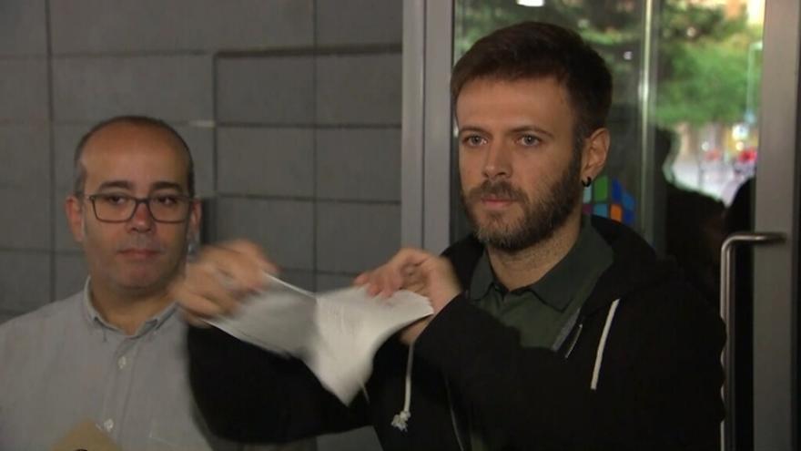 El regidor Jose Téllez estripa la interlocutòria judicial a l'Ajuntament de Badalona
