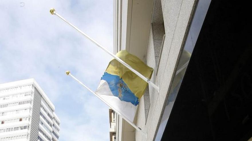 De las banderas a media asta #2