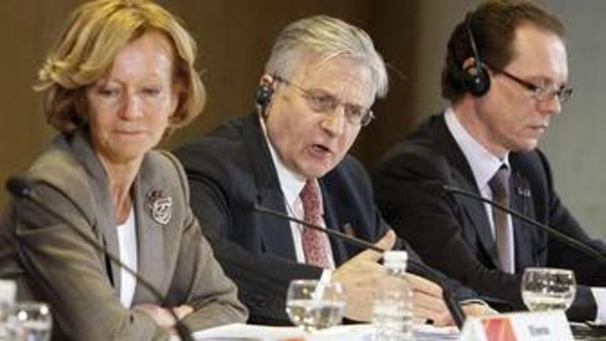 Elena Salgado y Jean Claude Trichet en la reunión del Ecofin