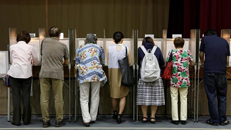 El gobernante PLD afianza su mayoría en el Senado japonés, según los sondeos