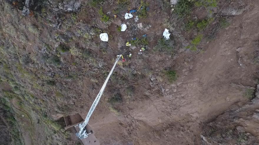 Obras en la ladera de la autopista del norte de Tenerife, la TF-5, cerrada desde el 7 de mayo en un tramo entre Los Realejos y San Juan de la Rambla.