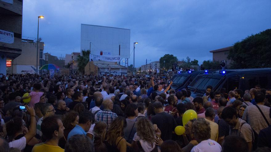 Manifestación en las vías del tren contra la llegada del AVE a Murcia sin soterramiento