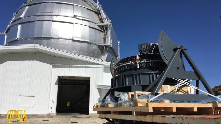 Un momento de la llegada  al GTC del nuevo rotador de instrumentos del Gran Telescopio Canarias para su foco Cassegrain.
