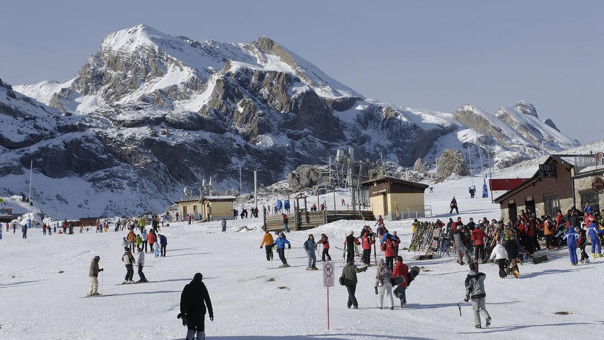Estación de esquí de Candanchú EFE/Pablo Otín/Archivo