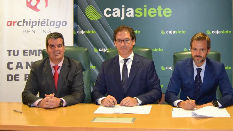 En la imagen, un momento de la firma del acuerdo.